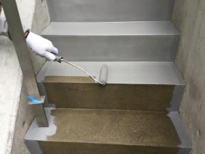 福岡県 糸島市 塗装工事 雷山の森 別荘 階段 塗り床 上塗り1回目