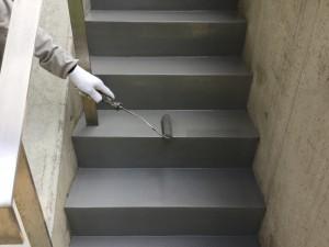 福岡県 糸島市 塗装工事 雷山の森 別荘 階段 塗り床 上塗り2回目