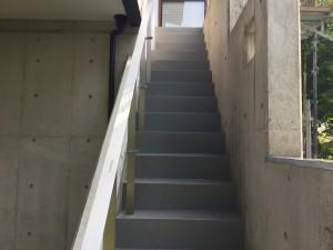 福岡県 糸島市 塗装工事 雷山の森 別荘 階段 塗り床 完了