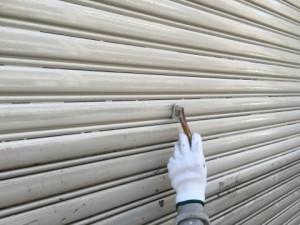 福岡市 博多区 倉庫 シャッター 塗装工事 下塗り 施工中