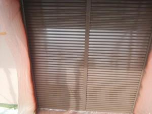 筑紫野市 塗装工事 K様邸 雨戸 塗装 中塗り 完了
