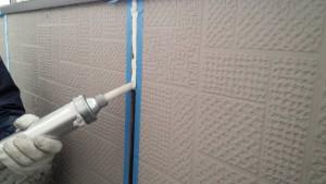 筑紫野市 塗装工事 F様邸 外壁 シーリング 充填施工中