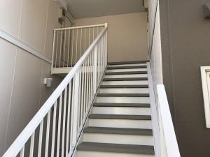 福岡県 粕屋町 塗装工事 アパート階段 完了