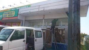 春日市 塗装工事 店舗塗装 施工中