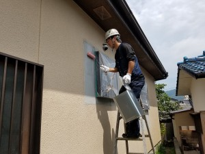 筑紫野市 塗装工事 モルタル補修箇所 塗装 シーラー施工中