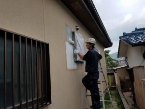 筑紫野市 塗装工事 モルタル補修箇所 塗装 アンダーフィラー 施工中