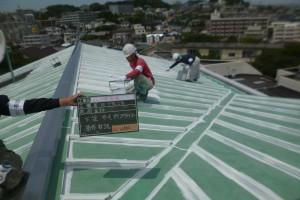 福岡市 南区 板金屋根 塗装工事 サーモアイプライマー 施工中
