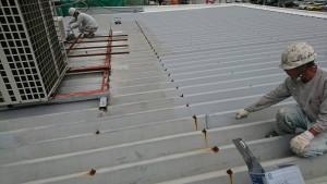 大野城市 A様 所有 テナント 塗装工事 折半屋根 塗装 錆止め 施工中