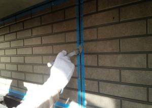 筑紫野市 H様邸 住宅 塗装工事 外壁 シーリング プライマー 施工中