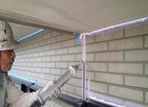 筑紫野市 H様邸 住宅 塗装工事 外壁 シーリング 充填 施工中