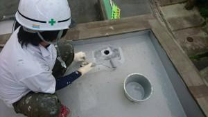 大野城市 レヴール筒井 屋上 防水工事 ウレタン塗膜防水密着工法  改修用ドレン 取付け ウレタン補強布 貼り付け状況