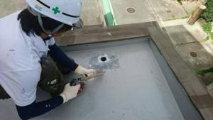 大野城市 レヴール筒井 屋上 防水工事 ウレタン塗膜防水密着工法  改修用ドレン 取付け状況