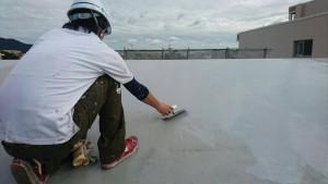 大野城市 レヴール筒井 屋上 防水工事 ウレタン塗膜防水密着工法 ウレタン流し込み 1回目 状況