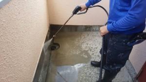 大野城市 レヴール筒井 防水工事 高圧洗浄 施工中