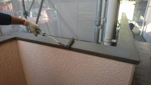 大野城市 レヴール筒井 防水工事 笠木 ポリマーセメント塗膜防水 樹脂2回目 塗布