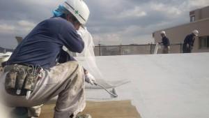 大野城市 レヴール筒井 屋上 防水工事 ウレタン塗膜防水密着工法 メッシュシート貼り状況