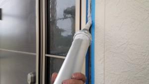筑紫野市 戸建て住宅 塗装工事 サイディング外壁 シーリング打替え工事 シール充填中
