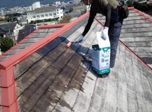 筑紫野市 H様邸 住宅 塗装工事 屋根 コロニアル 塗装 下塗り 1回目