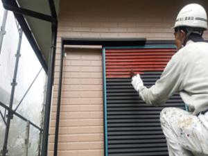 筑紫野市 H様邸 住宅 塗装工事 雨戸 板金 塗装 錆止め 作業中