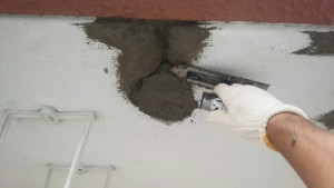 大野城市 レヴール筒井 軒裏 塗装工事 下地補修 モルタル埋戻し 仕上げ