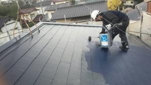 筑紫野市 A様邸 塗装工事 コロニアル屋根 日本ペイント ファインパーフェクトベスト 上塗り 2回目 施工中