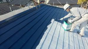 筑紫野市 A様邸 塗装工事 コロニアル屋根 日本ペイント ファインパーフェクトベスト 上塗り 施工中