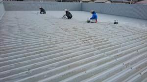 春日市 塗装工事 たんぽぽ整骨院 折半屋根 塗装 錆止め塗装 施工中