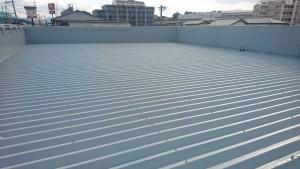 春日市 塗装工事 たんぽぽ整骨院 折半屋根 塗装 上塗り1回目 完了