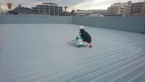 春日市 塗装工事 たんぽぽ整骨院 折半屋根 塗装 日本ペイント ファインパーフェクトベスト 2回目です
