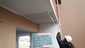 太宰府市 ベアバレー太宰府 マンション 塗装工事 軒裏 日本ペイント 水性ケンエース塗装 1回目