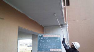 太宰府市 ベアバレー太宰府 マンション 塗装工事 軒裏 日本ペイント 水性ケンエース塗装 2回目 仕上げ塗装