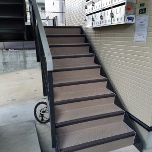 福岡市 南区 ベルツ高宮 共用階段 防滑性ビニル床シート 防水工事 完了