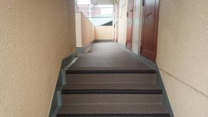 福岡県 大野城市 共用階段 通路 長尺シート (防滑性ビニル床シート) 防水工事