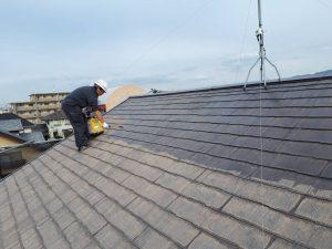 福岡県 新宮町 戸建て住宅 塗装工事 コロニアル屋根 下塗り パーフェクトシーラー 施工中