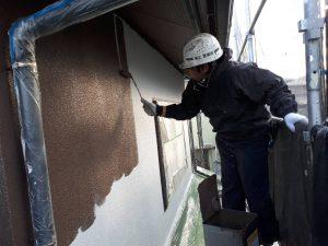 福岡県 新宮町 H様邸 外壁モルタル 塗装工事 上塗り パーフェクトトップ 1回目