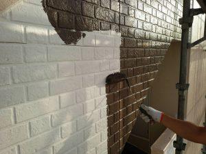 福岡県 粕屋郡 須恵町 ファーストコート アパート改修塗装工事 外壁サイディングボード 上塗り パーフェクトトップ 1回目