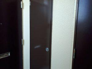 福岡県 粕屋郡 須恵町 ファーストコート アパート改修塗装工事 鉄部 塗装作業 上塗り 完了