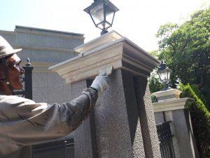 福岡市 中央区 キリスト教会 外灯土台 幕板 板金 塗装工事 下地補修 不陸調整 パテ補修 施工中