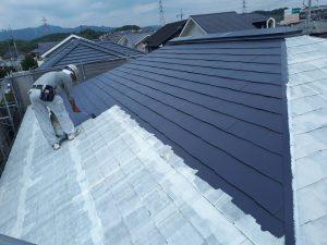 筑紫野市 Y様邸 戸建て住宅 コロニアル屋根 塗装工事 遮熱塗料 サーモアイ4F 上塗り 1回目