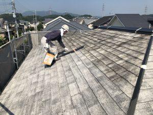 筑紫野市 Y様邸 コロニアル屋根 塗装工事 下塗り パーフェクトシーラー 1回目 施工中
