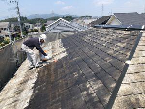 筑紫野市 Y様邸 コロニアル屋根 塗装工事 下塗り パーフェクトシーラー 2回目 施工中