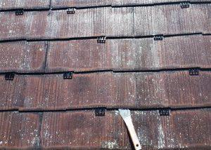 コロニアル屋根 縁切り部材 タスペーサー工法 取付け状況