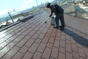 日本ペイント 遮熱塗料 太陽熱高反射4フッ化フッ素樹脂屋根用塗料  サーモアイ4F 高耐久仕様 上塗り2回目 施工中
