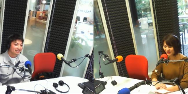写真:ラジオに出る専務