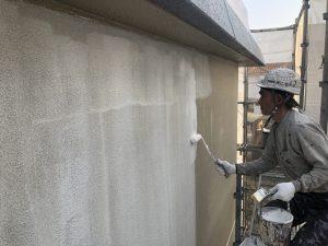 小郡市 外壁 RC 鉄筋コンクリート造 塗装工事 下塗り パーフェクトフィラー 平滑工法 施工中