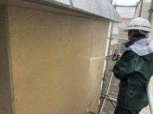 小郡市 外壁 RC 鉄筋コンクリート造 塗装工事 高圧洗浄 施工中