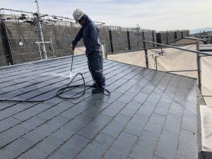 小郡市 コロニアル屋根 (スレート屋根) 塗装工事 高圧洗浄 施工中
