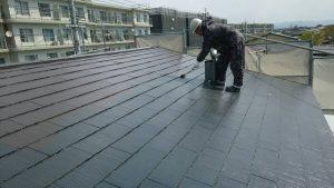 小郡市 コロニアル屋根 (スレート屋根) 塗装工事 ファインパーフェクトベスト 1回目 (中塗り) 施工中