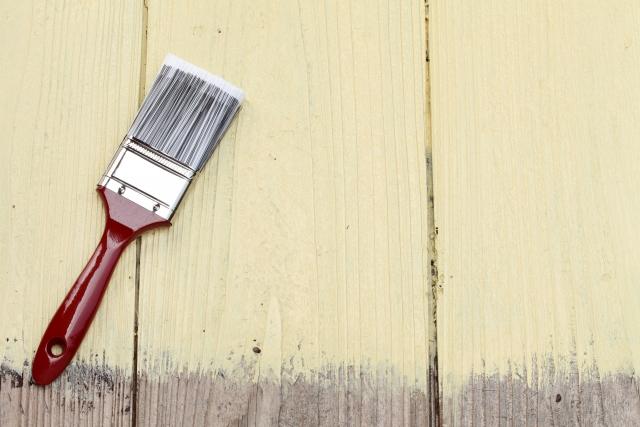 写真:刷毛と木材