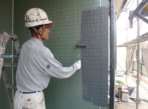 小郡市 M様邸 外壁塗装工事 上塗り1回目 施工中